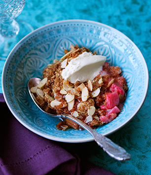 Rhubarb and Almond crumble