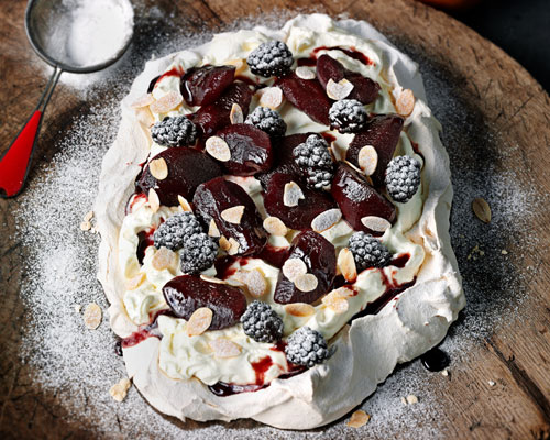 Tray-baked meringue with red wine, apples & vanilla cream